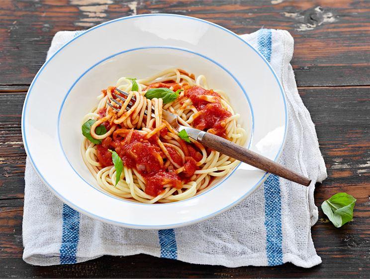 Tomaatti-valkosipulikastike pastalle