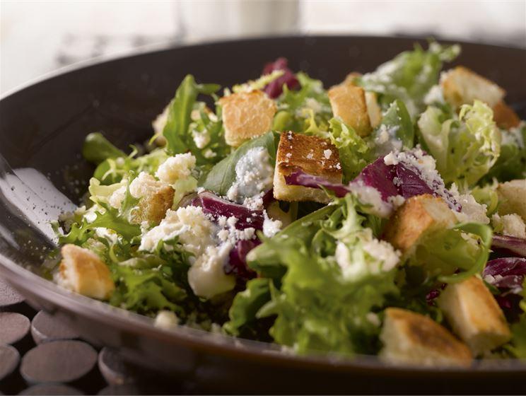 Valkosipulinen salaatti