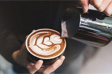 Täydellinen maitovaahto kahviin baristan neuvoilla