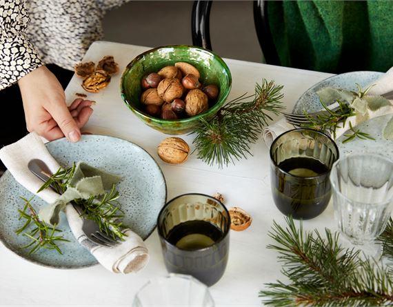 Katso vinkit perinteiseen, rentoon tai moderniin joulukattaukseen