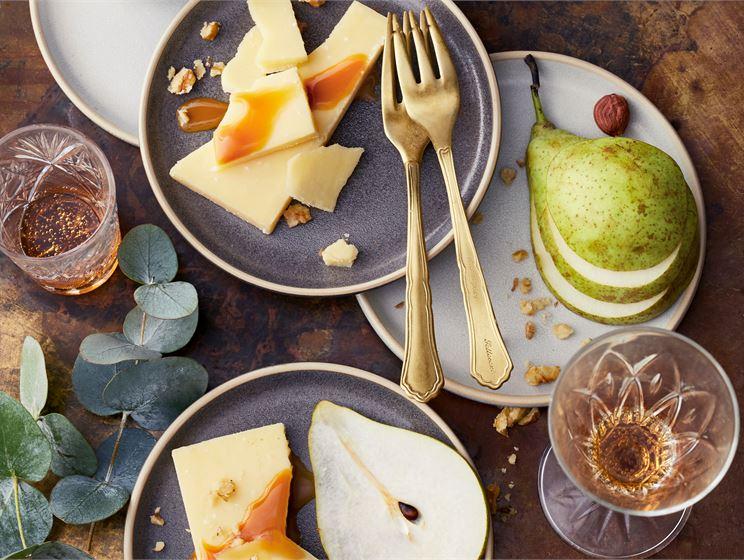 Hehku luumut juustotarjoiluun