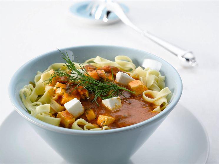 Tonnikala-tomaattikastike pastalle