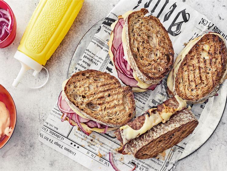 Pastrami-toast