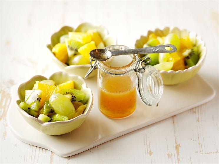 Hedelmäsalaatti ja limesiirappi