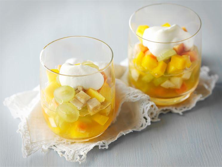 Hyytelöity hedelmäsalaatti