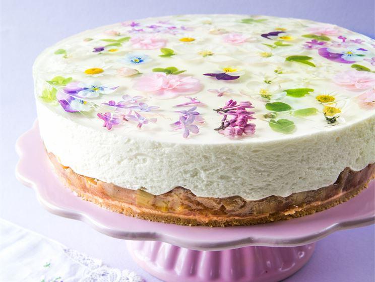 Kinuskikissan 10 kukan kakku
