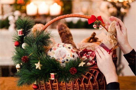 Kokoa joululahjaksi maistuva herkkukori